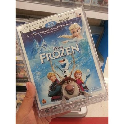 Spontaneously bought Frozen!! It was on sale and couldn't resist!! Can't believe I bought it lol. Thanks leaf Stanley @djstanz0..with the help of the gift card you got me for Christmas, I got the dvd cheaper!! :D