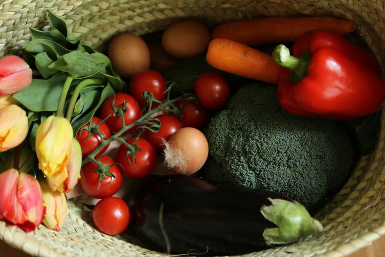 Close-up of fresh vegetables in wicker basket