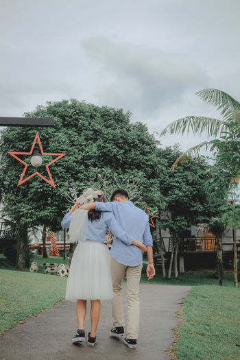 wedding Tree Full Length Rear View Two People Real People Togetherness Plant Women Adult Couple - Relationship Nature Positive Emotion Love People Walking Emotion Men Bonding Leisure Activity Sky Outdoors Arm Around Wedding Wedding Photography