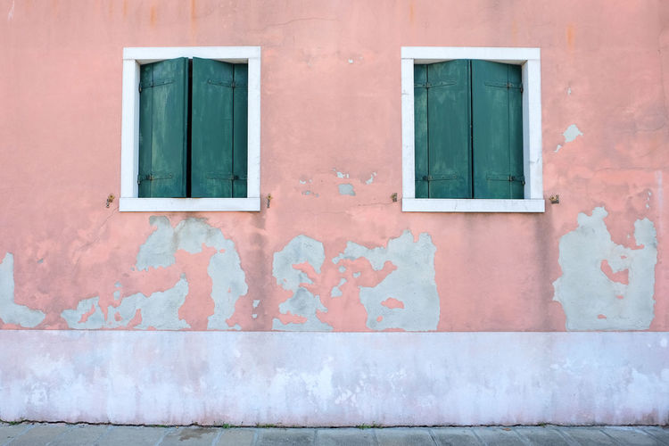 pink exterior walls with green windows Architecture Building Exterior Built Structure Building Day Outdoors Venice Italy Burano Murano City Summer Pink Color Pink Window No People Wall - Building Feature Residential District Entrance Green Wall Door Remote House Closed Green Color