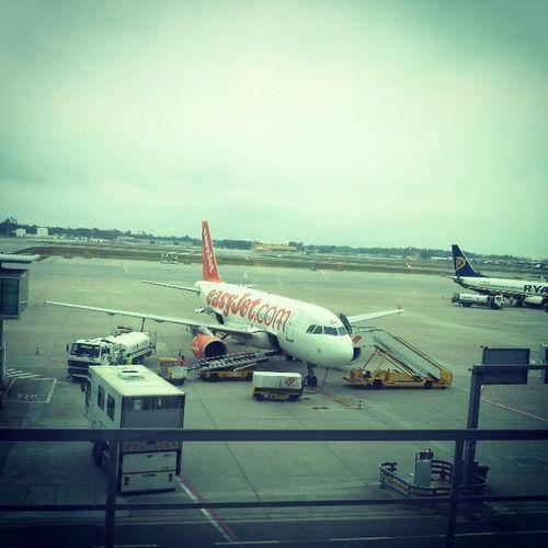Jaestaquase Aeroporto 45minparaembarcar Atejafrance vamos_la_ver_se_nao_explode kkkkkkkk a_tita_vai_para_a_ilha1