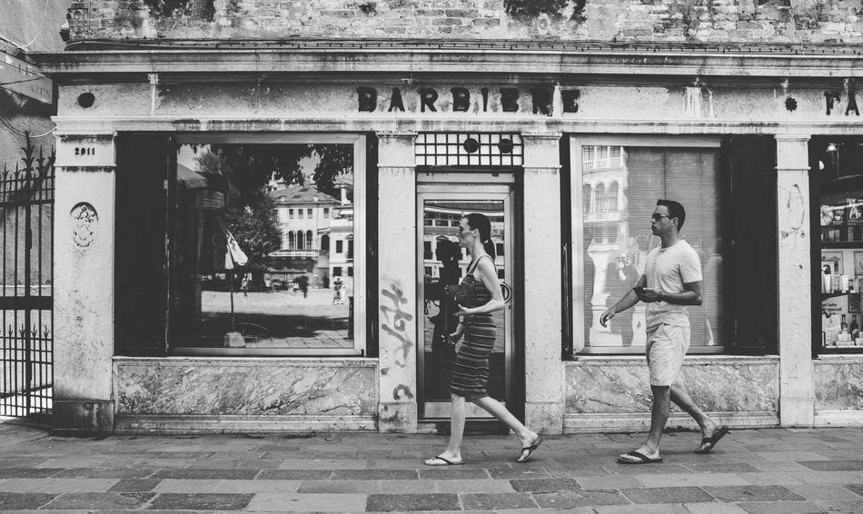 SIMPLY Streetphotography Monochrome Barbershop