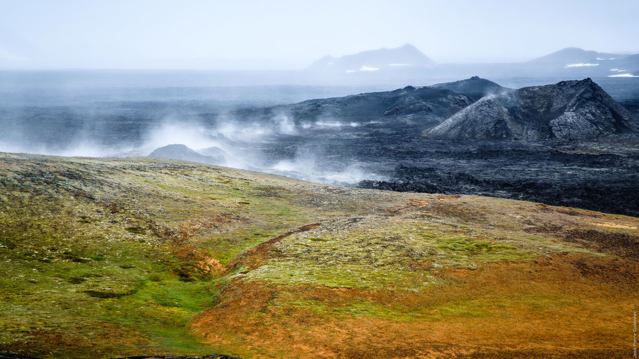 Zone volcanique du Krafla, coulées de lave Geology Grass Hill Iceland Iceland_collection Landscape Lava Majestic Mountain Mountain Range Mountains Nature Non-urban Scene Outdoors Physical Geography Power In Nature Remote Scenics Smoke Volcano Volcanoes