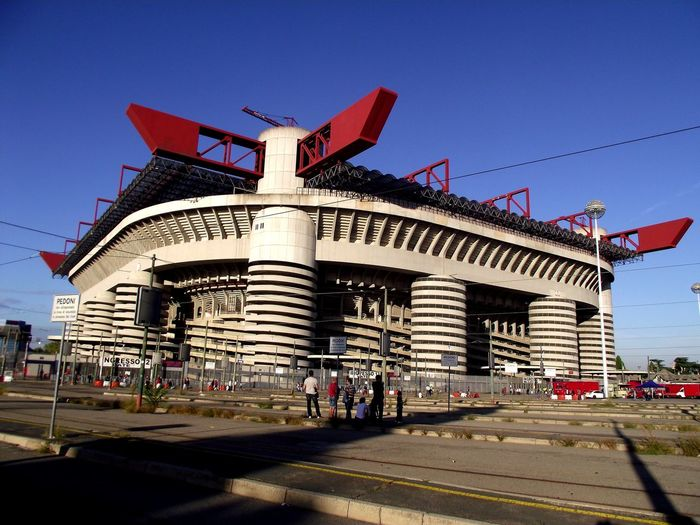 Acmilan Acmilan🏆🏆🏆🏆🏆🏆🏆 Milan SeriaATIM City Politics And Government Flag Sky Architecture Built Structure Building Exterior Circus Chain Swing Ride Chain Swing Ride Circus City Gate Amusement Park Ride Amusement Park Non-western Script Triumphal Arch Carousel Ride Traveling Carnival Merry-go-round Fairground Fairground Ride Carousel Horses Coney Island Ferris Wheel Insignia