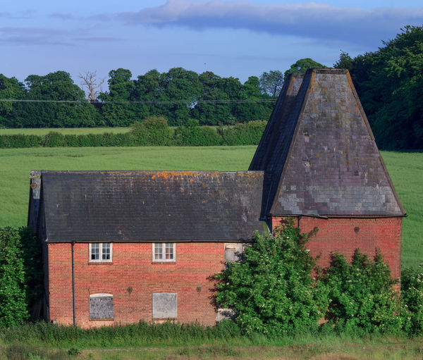 Oast House, Garden Of England , Kent, England. No People Day Architecture Vivid International Hops Beer Drying Process Rural Scene Countryside Travel Destinations Tourism Getty Images EyeEm Gallery Plant Built Structure Tree Building Exterior Nature Building Green Color Sky Grass Field House Land Cloud - Sky Outdoors Growth Window History