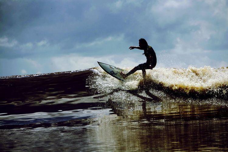 Instinta Pororoca do Rio Araguari - Amapá - Brasil.(surfista - Serginho Laus) Relaxing EyeEm Brasil Macapá Amapá Hello World Life Is A Beach RePicture Travel Amapá Taking Photos Enjoying Life Sweating It Out