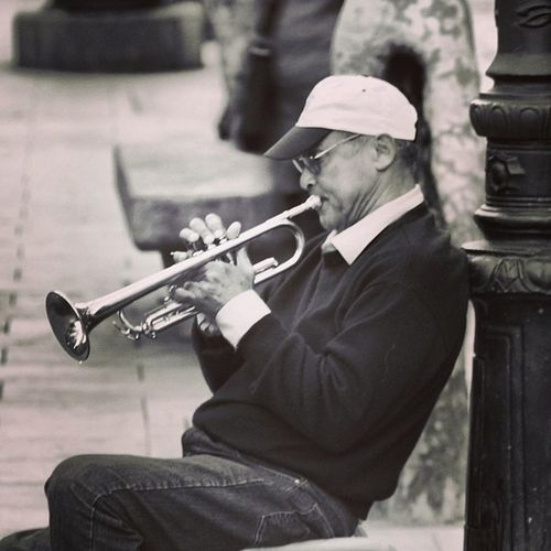 Interpretant Chet Baker mentre assaja pel Festival de Jazz de Barcelona. Primera foto de 5shotchallenge amb el tema: la música , art que m'apassiona. Repte proposat per @rosereritu . Ara proposo a @m4ru amb el tema Pequenospraceres