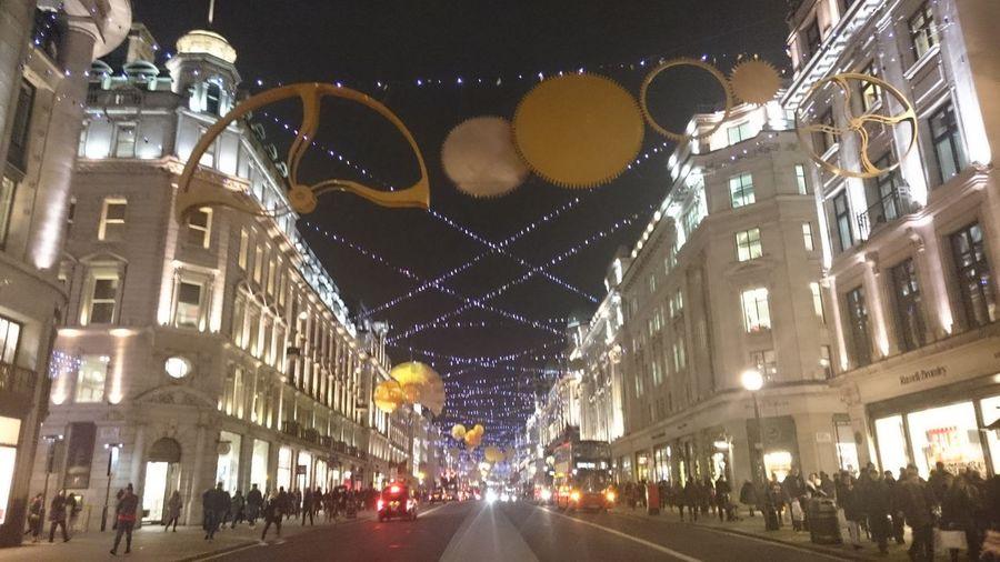 Shopping around 😜 Streetphotography Regentstreet Londen Special_shots Hello World Enjoying Life Xperiaphotoacademy XperiaZ3compact Taking Photos Nightshot Postcode Postcards
