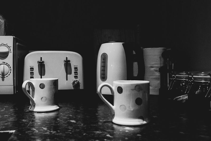 In A Row Close-up Man Made Object Eeyem Kettle Brew Toaster Mug Cup Kitchen Kitchenware Brewing EeYem Best Shots Monochromatic Monochrome Photography Monochrome Blackandwhite Black And White Eeyem Photography EeyemBestPhotography Eeyemgallery