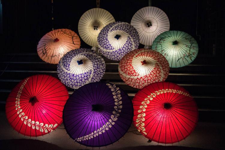 和傘 Japanese Style Japanese Umbrella Nightphotography Japan Night Streetphotography Close-up Arrangement Display Colorful