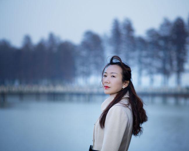 Young Women Water Portrait Beautiful Woman Beauty Cold Temperature Winter Warm Clothing Women Lake