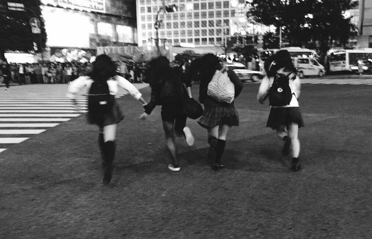 Capture The Moment Capturing Freedom Run High School Enjoying Life Japan Urban Photography Crowd City Street Feelingood Shibuya Scramble Crossing Escaping Traffic Light  青春 Monochrome Photography