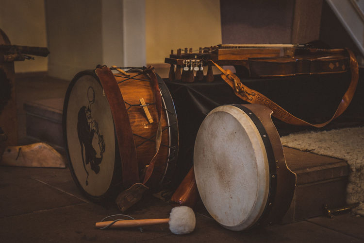 Before concert. Arts Culture And Entertainment Brown Day Drum Drum Kit Drumstick Indoors  Middle Ages Music Musical Equipment Musical Instrument No People Nyckelharpa Schlüsselfidel String Instrument Nusshain 12 16 Analogue Sound