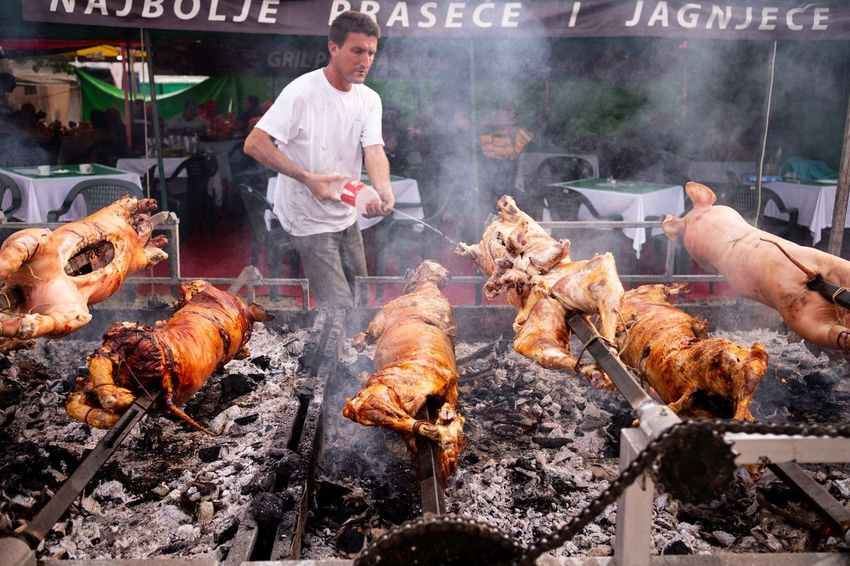 Šabac Fair 2018 Food Occupation Food And Drink Smoke - Physical Structure One Person Working Freshness Meat Heat - Temperature Preparing Food Preparation  Barbecue Real People Barbecue Grill