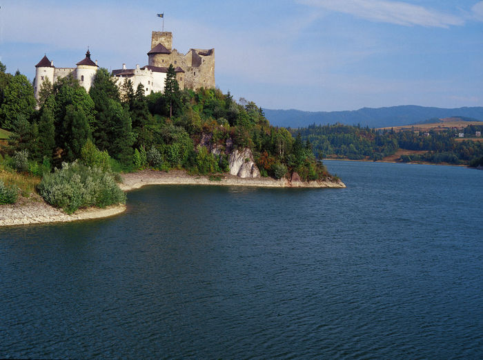 Niedzica Castle, Pieniny, Poland Castle Lake Niedzica Pieniny Poland Polen Zalew Czorsztyński