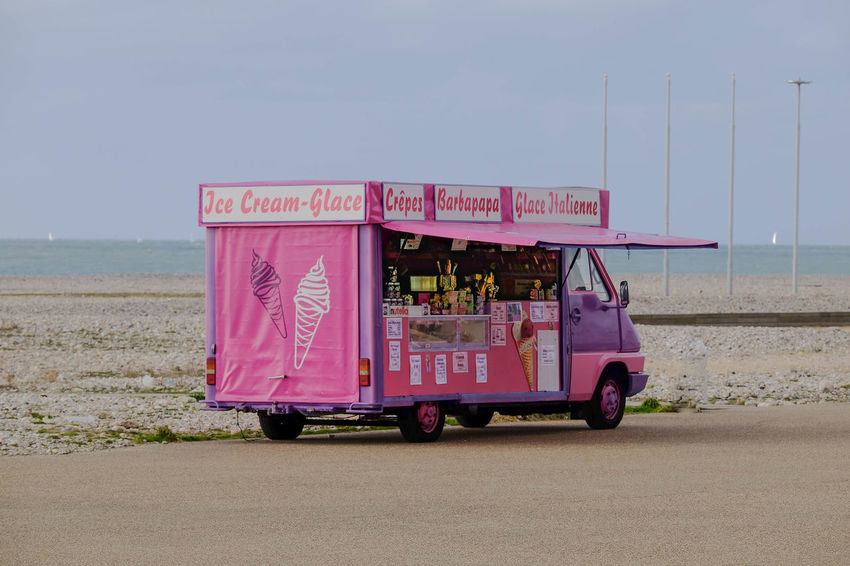 It might only be -2 c at the beach but there is always time for an ice cream. Icecream Icecreamvan Pink Beach Life Plage France