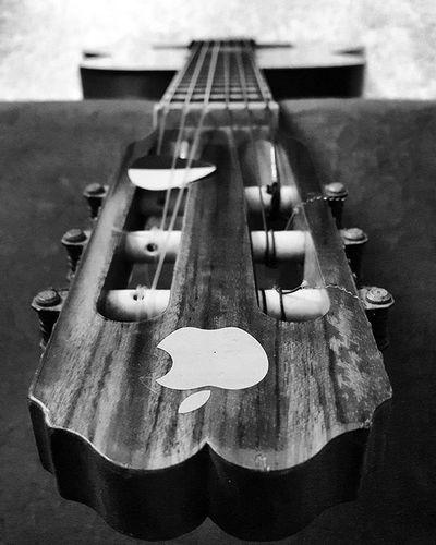 Meu ipod é deste modelo aqui. Guitarpod Violapod Violaovelharia Reliquia Nãovendo Musicavelharia Parceirodasantigas Parceirodesempre Melhorfotografarquecantar
