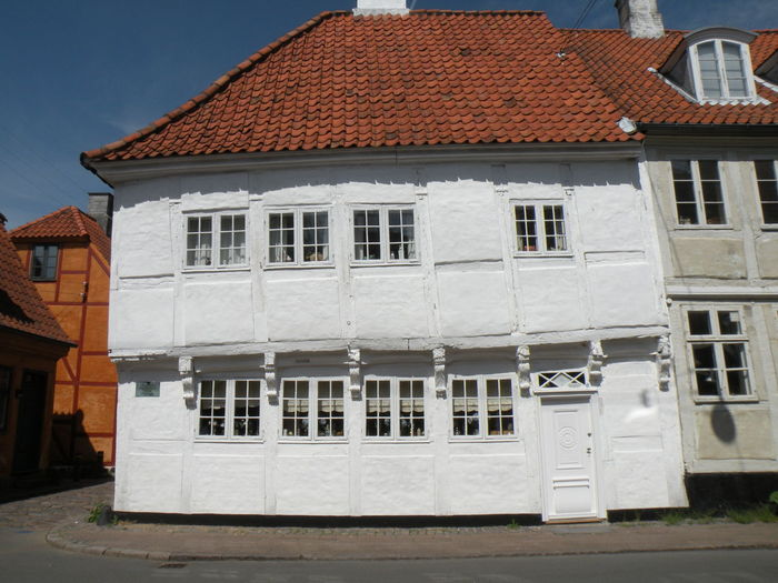 Timber Framed House from 1577 in Elsinore, Denmark - Architecture Building Exterior Built Structure No People Outdoors Day House Timber Framed House Old Building  Sunny Spring Forår Bindingsværkshus Bindingsværkshuse Old House Helsingør Blue Sky Gamle Huse - in the town of Elsinore in Denmark