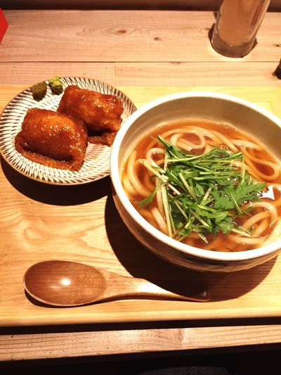 久し振りにランチ探索。胃の調子が良くないのでうどんがあったかわいいカフェに。お汁はかなり甘めで塩気や出汁は抑えめ。おいなりさんもみたらし的な甘い煮付けでした。味自体は良かったので、後は好みかな。 Japanese Food Lunch Food Noodles 饂飩 Udon Noodles