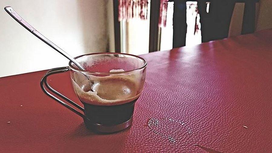 Solo tu puoi aiutarmi in queste mattine così difficili Risveglio Caffè Breakfast Vogliadilavorare Photooftheday restare Riposodovesei Jj  Kk Cafe Red