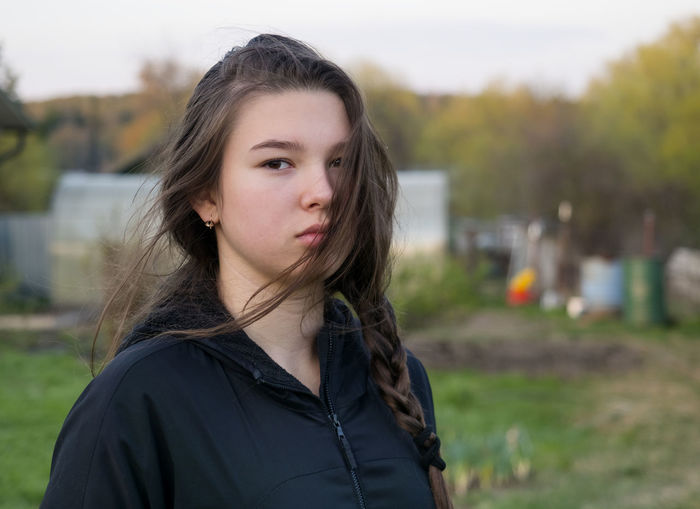 Portrait One Person Focus On Foreground Looking At Camera Headshot Long Hair Hair Beauty Young Women Real People Standing Lifestyles Leisure Activity Hairstyle Young Adult Brown Hair Girls Front View Women Beautiful Woman Teenager Outdoors Contemplation