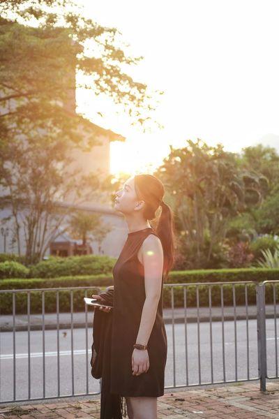 Eyeemphoto Sunlight Railing Sun Tree Lifestyles Sunbeam Casual Clothing Lens Flare Person Outdoors Focus On Foreground Bright Popular Photos EyeEm Gallery EyeEm Best Shots Eye4photography