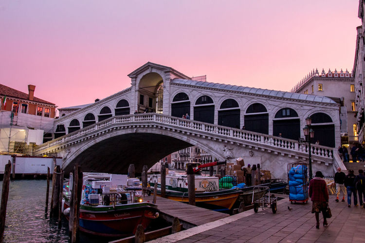 Adult Adults Only Arch Architecture Bridge - Man Made Structure Building Exterior Built Structure City Clear Sky Connection Day Gondola - Traditional Boat Large Group Of People Nautical Vessel Outdoors People Real People Rialotobridge Sky Sunset Tourism Transportation Travel Destinations Venice, Italy Water