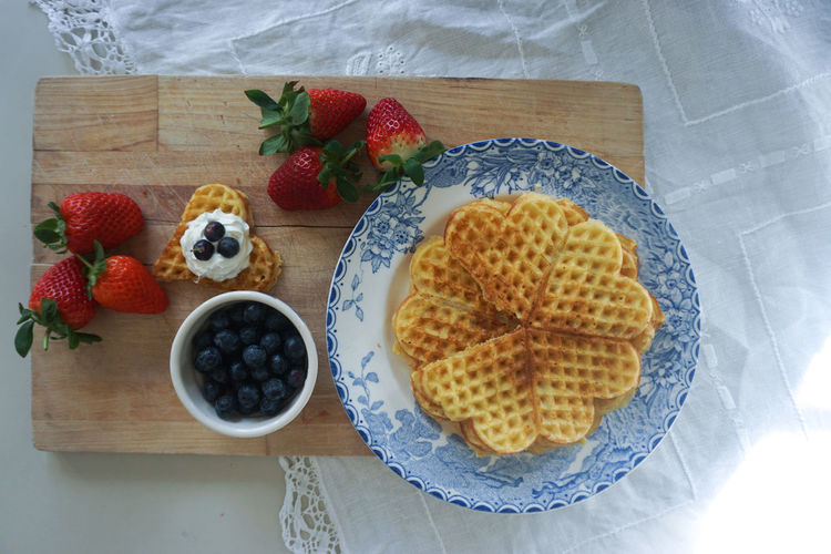 waffles with fresh berries Waffle Norwegian Waffle Waffles!! Berry Fruit Berry Berries Strawberry Blueberry Directly Above Table Tablecloth Food Food And Drink Food Styling Tart - Dessert Fruit Sweet Pie Dessert Blueberry Directly Above Homemade Breakfast Raspberry Plate Temptation Indulgence