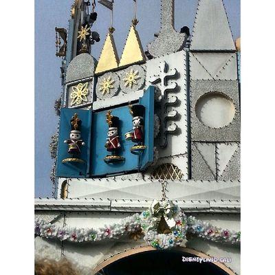 Small world! Disneyland Disneylandresort Disneyland_cali IT 'sasmallworld