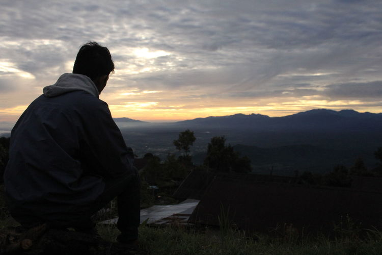 Sunrise man,, Sunrise Sun_collection Silhouette People Enjoying Life Nature Sky Getting Away From It All