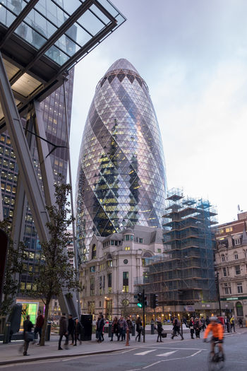 Gerkin In Bank London London Architecture Bicycle Commuter Building Exterior Built Structure City Day Large Group Of People London City Men Outdoors People Real People Sky