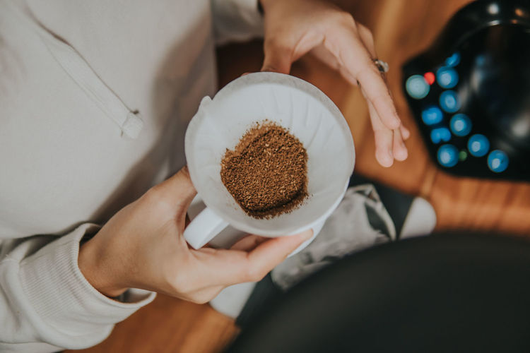 From coffee beans to ground coffee to be ready to be brewed