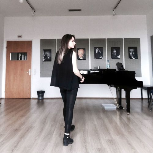 Instagram: ilayd.ae One Woman Only Standing Day VSCO Vscocam VSCOPH Vscogrid Vscogood Myself First Eyeem Photo Lifestyles Photooftheday Piano Pianist Piano Moments Piano Time Music Musician Musical Instrument Turkey Ankara Leisure Activity Long Hair Photoshoot