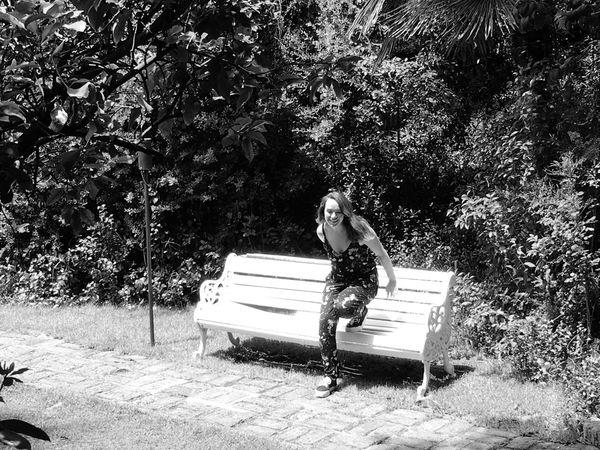 Just Cinnamon.. Love daughter Tree One Person Nature Women Beauty In Nature Hotel Acacias Vitacura Eyeemphoto Taking Photo EyeEm Gallery Santiago De Chile Capture The Moment Garden Photography Cinnamon