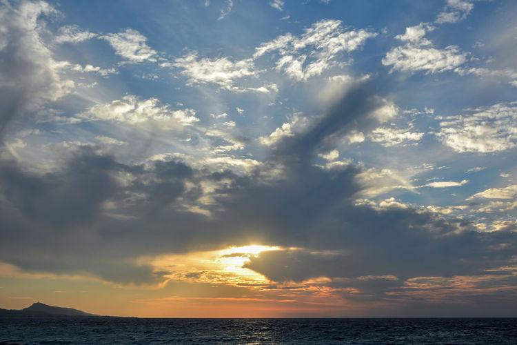 Sky Cloud - Sky Sea Beauty In Nature Scenics - Nature Horizon Sunset Horizon Over Water Water Nature Sunlight Outdoors Dramatic Sky Idyllic Waterfront Capture Tomorrow