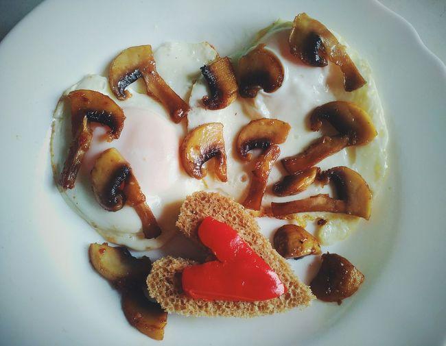 Eggs, heart, breakfast