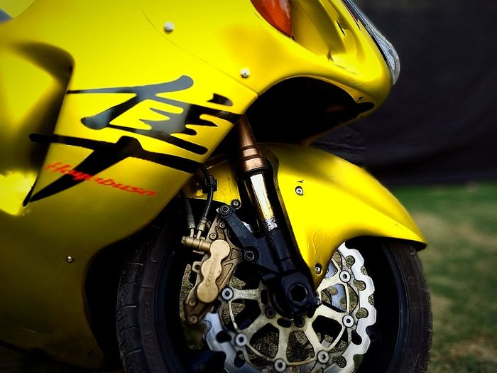 #Hayabusa #bike #bikefromjapan # Bike Hayabusa Yellow Color Front View Bikelover💜 Eye4photography  Headlight Close-up CarShow Photography 2018 EyeEm EyeEm Selects Best EyeEm Shot Pics_sln Sln Photography Yellow Yellow Taxi No People Law Close-up Police Force Day