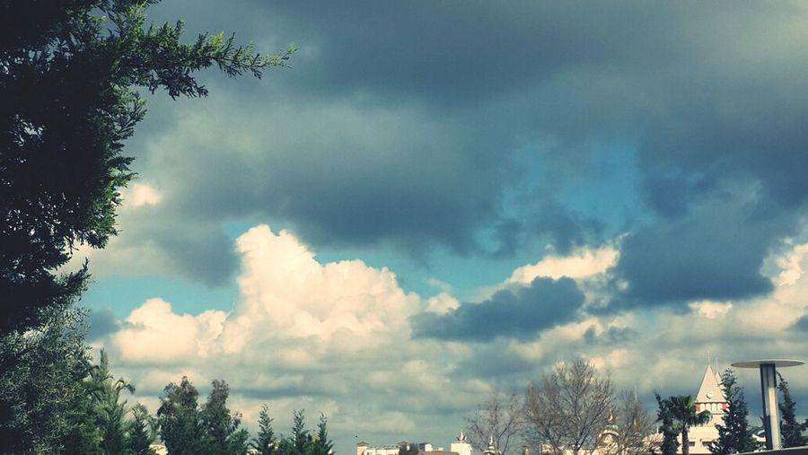 Siyah beyaz bulutların dansı ...
