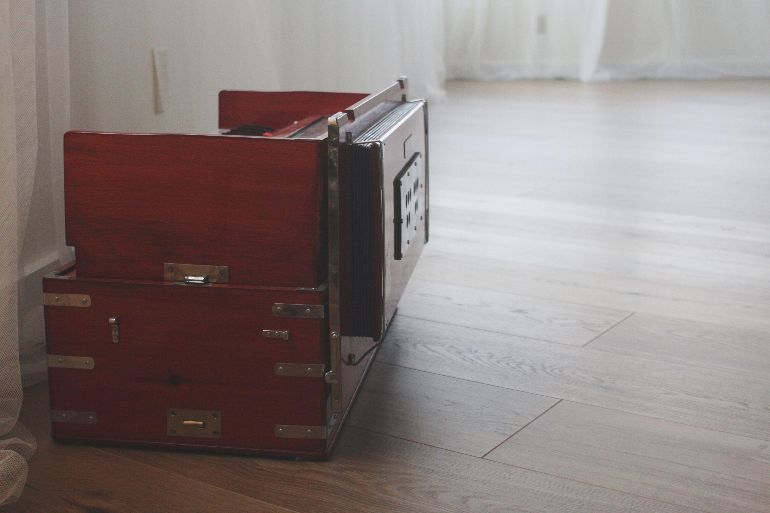 indoors, flooring, no people, hardwood floor, home interior, cabinet, day