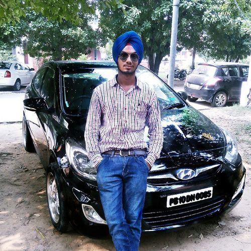 Tohri jehi ek gaddi la shishe karwa lye kale Gehri at Chandigarh