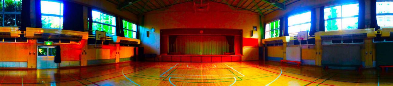 放課後 Afterschool  の 体育館 Gym に 夕日 Sunset が射し込んで、いろんな 光 Light が溢れていた。 Memories Primary School