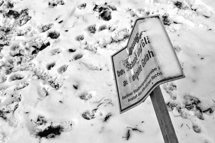 Close-up Cold Temperature Communication Day Nature No People Outdoors Snow Text Winter Strassenfilm