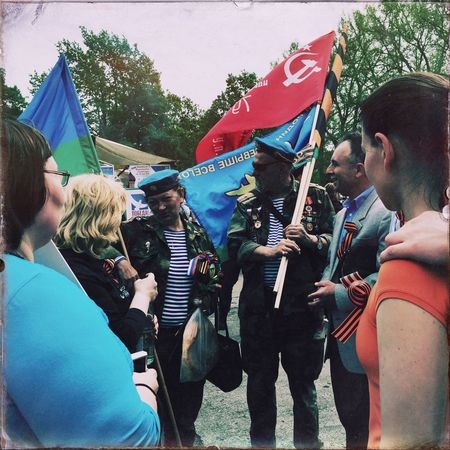 Celebrating Victory Day VEDay70 with Russians Ukrainians and others on 9 May 2015 in My Fuckin Berlin Streetphotography History World War 2 Memorial