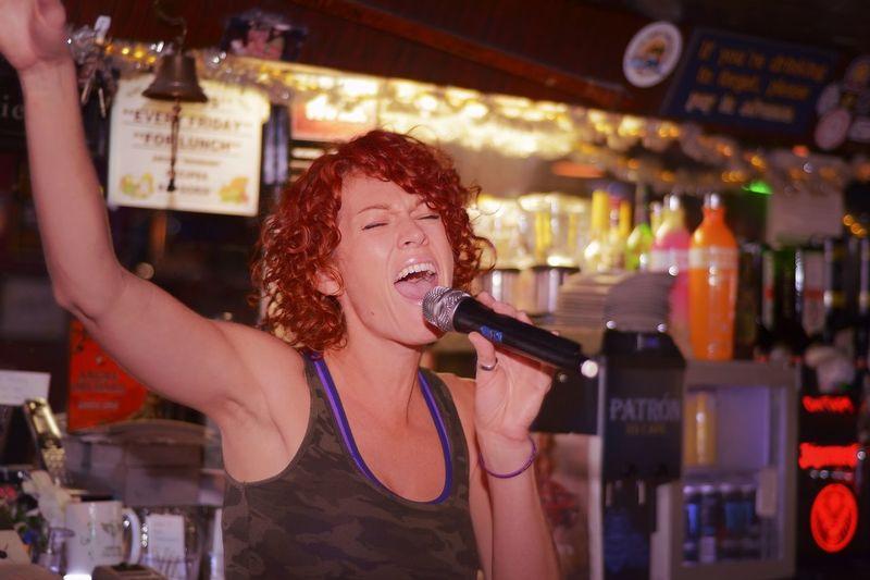 Superstar Singing Bartenders Tattle Tale Culver City Bar Bartender Redhead Singing Beautiful Passionate