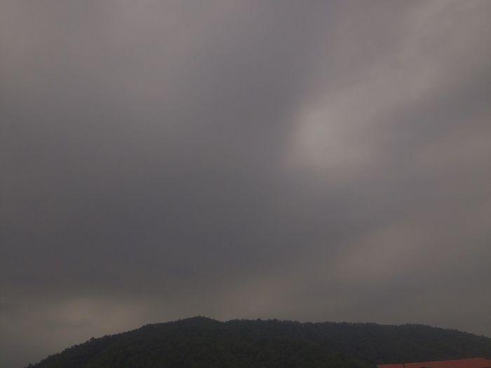Black clouds in the sky ... Symptom of big thunderstorms