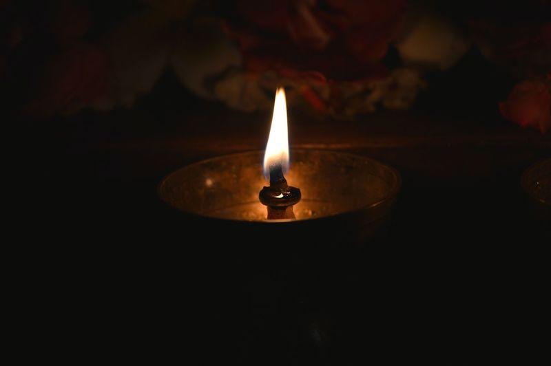 oil lamp Low Light Photography Lamp Deepa Diya - Oil Lamp Diya EyeEm Selects Diya - Oil Lamp Black Background Illuminated Flame Oil Lamp Heat - Temperature Burning Candle Close-up Darkroom Glowing