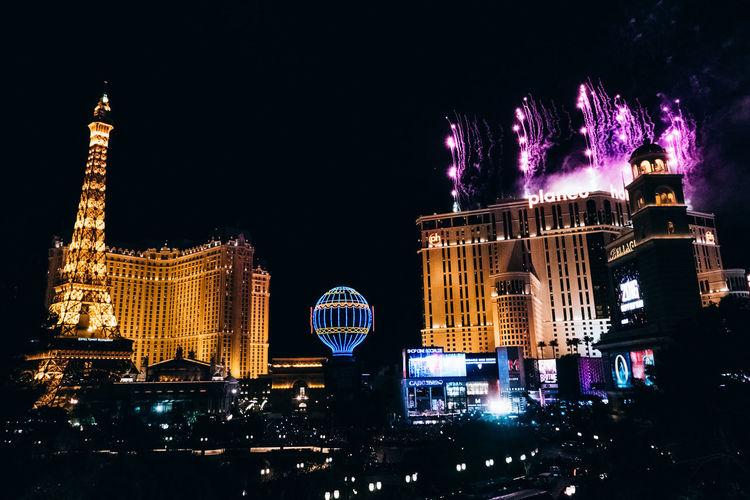 Ballon Fireworks Fogos De Arti Fogos De Artificio Las Vegas Leica Light Night Paris Park Planet Hollywood Revelion2015 Rica Ricardo