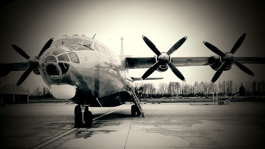 On The Way Fly Airplane Air Airport Check This Out Propeller Antonov Antonov Plane Antonov A12