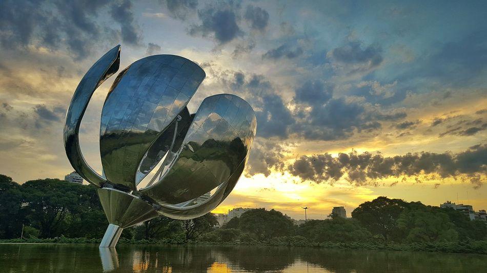 Afternoon Ig_captures Summerafternoon Goldenhour Sundown Plaza Flor Flower Floralisgenerica Sunsetporn Esculpture Robot Landscapes With WhiteWall