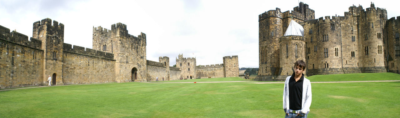 Il castello di Harry Potter Alnwick Castle Architecture Built Structure Castle Cultures Herry Potter One Person Outdoors Regno Unito Travel Destinations